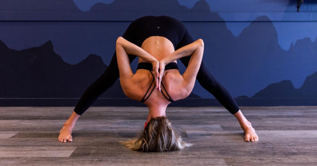 classes-video-cover-hot-yoga-2